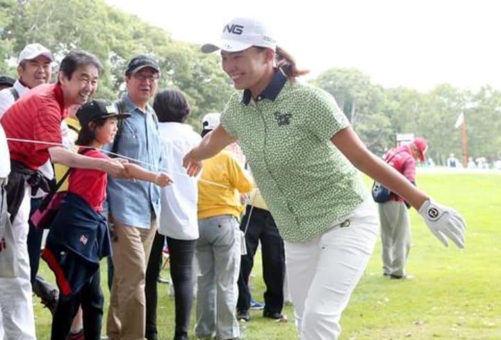 渋野日向子(北海道meijiカップ)グリーン花柄のゴルフウェア購入法